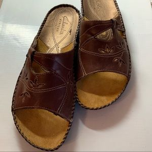 EUC Clarks Brown Leather cut-out Slip on Sandals